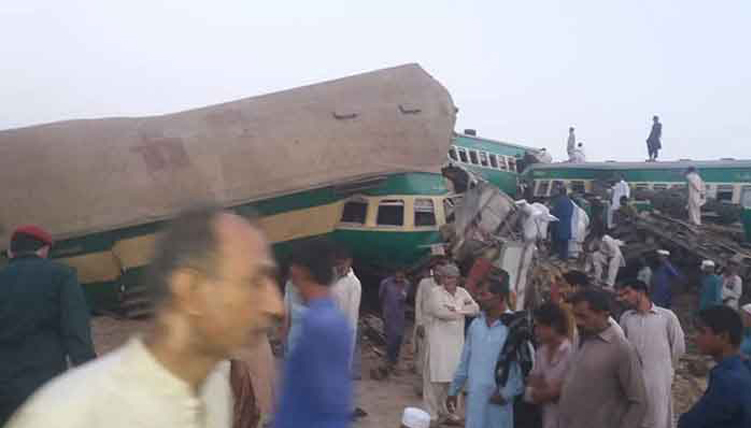 train accident pakistan
